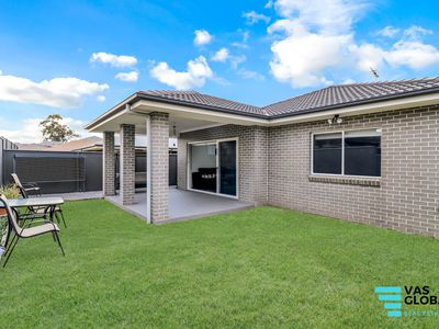 4 Blackthorn Place, Ropes Crossing