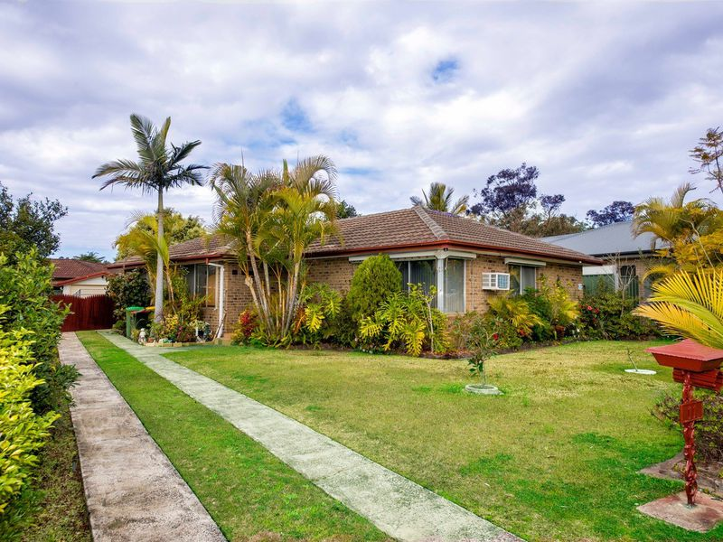 11 Byarong Avenue, Point Clare