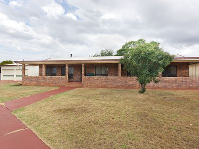 7 Booth Street, Oakey