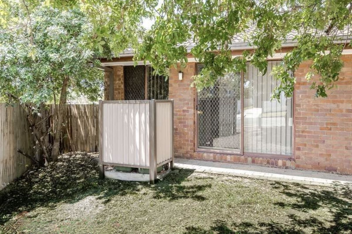 Neat and tidy 2 bedroom low set unit close to all facilities