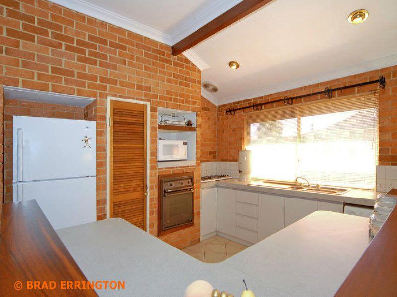 3 Burton Retreat, Stratton