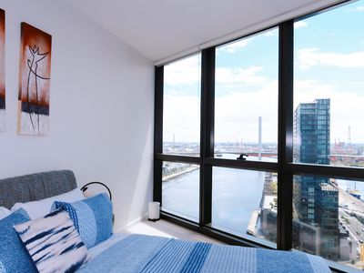 Stylish Waterview Apartment, Docklands