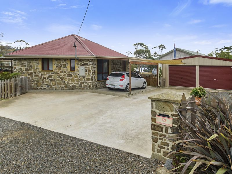 2 Crooked Tree Court, Nicholls Rivulet