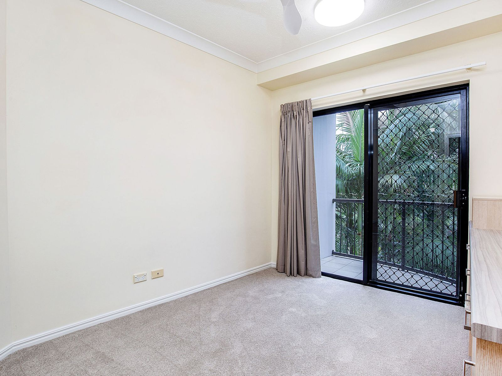 A21 / 1 Great Hall Drive, Miami