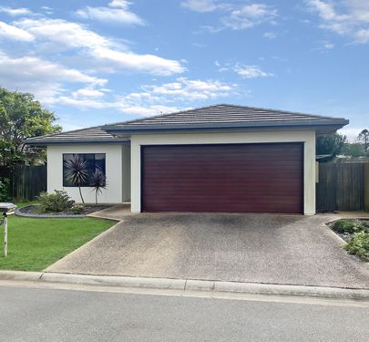 6 Sommerset Drive, Atherton