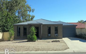 1 Clarcoll Crescent North, Kangaroo Flat