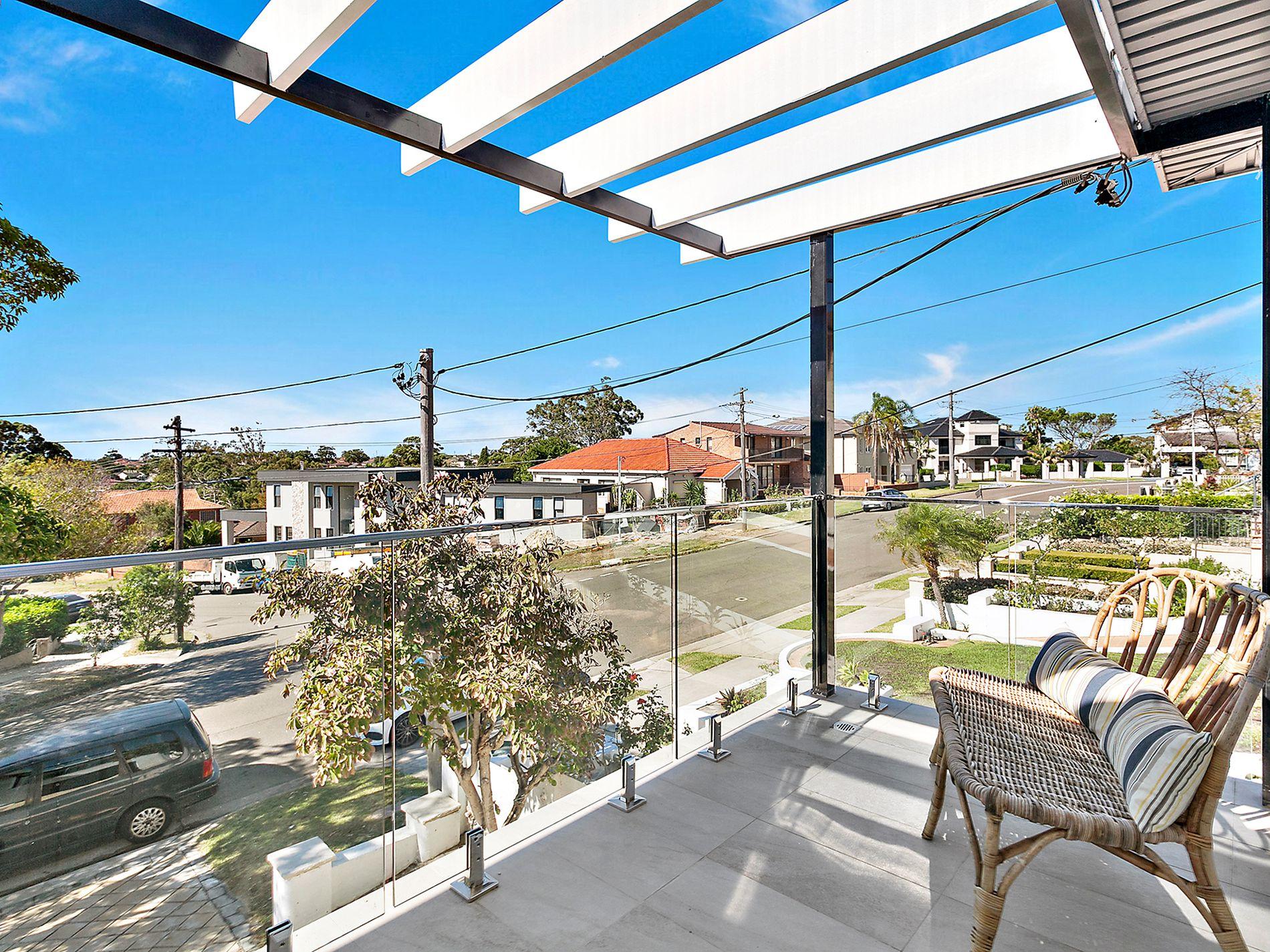 15 Benwerrin Avenue, Carss Park