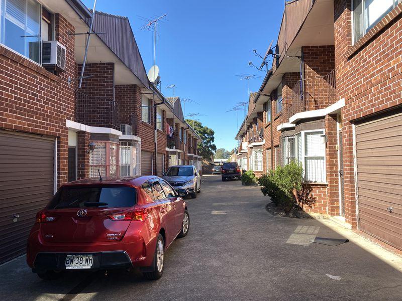 2 / 8 Hill Street, Cabramatta