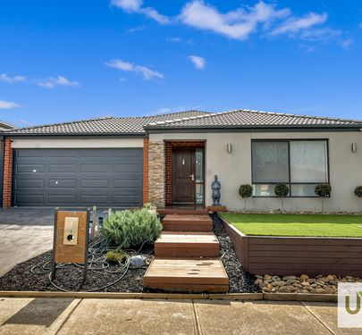 12 BARTER CRESCENT, Cranbourne East