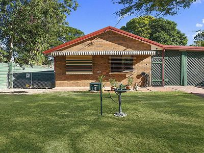 4 arvon Ave, Beachmere