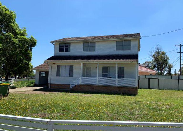 11 Mckevitte Ave, East Hills