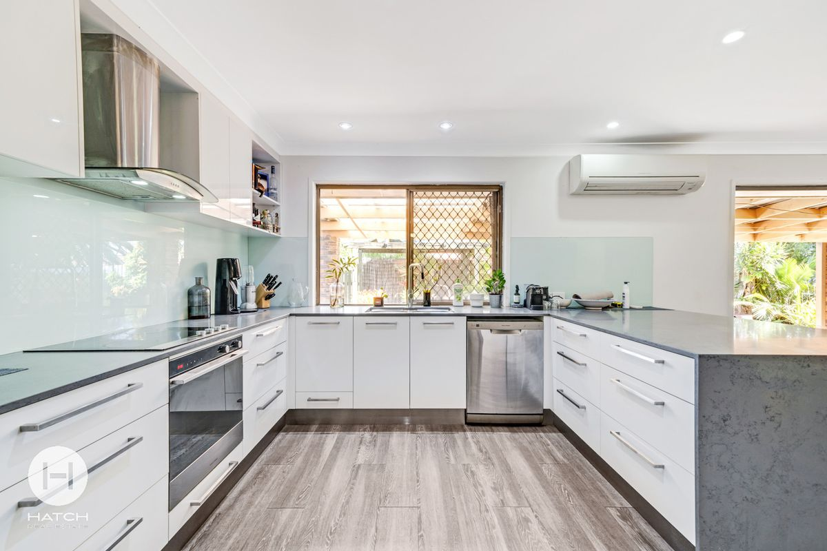 IMMERSE IN TASTEFULLY RENOVATED INTERIORS - THE HEIGHT OF CONTEMPORARY APPEAL