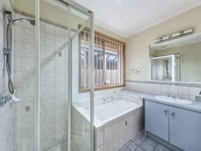 17 Whitsunday Drive, Hoppers Crossing