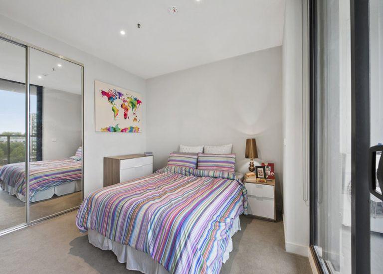 712 / 50 Claremont Street, South Yarra