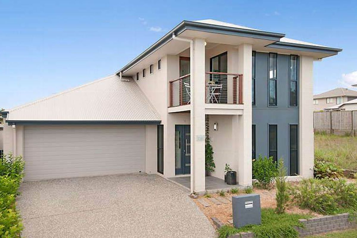 FOUR BEDROOM HOME WITH DUCTED AIR CONDITIONING