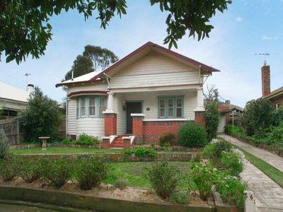 6 Merton Grove, Manifold Heights