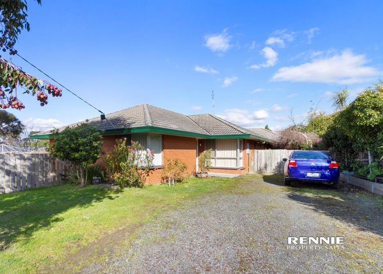 7 Walker Parade, Churchill