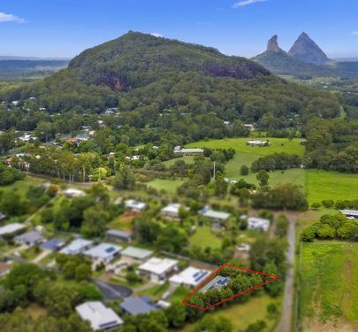 11 Dollarbird Place, Glass House Mountains