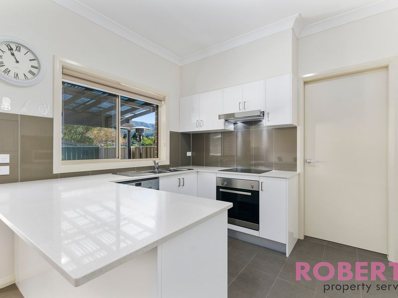 2/107 Campbell Street, Woonona