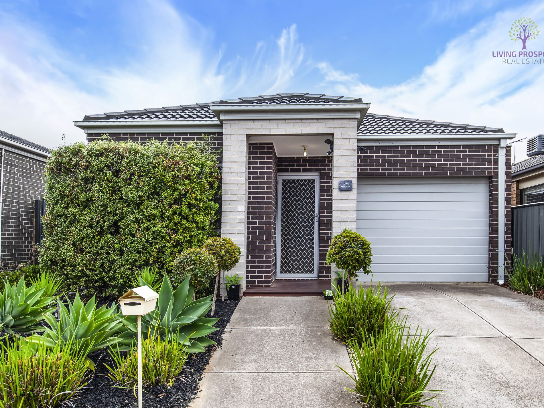 1 / 28 Whitlam Green, Point Cook