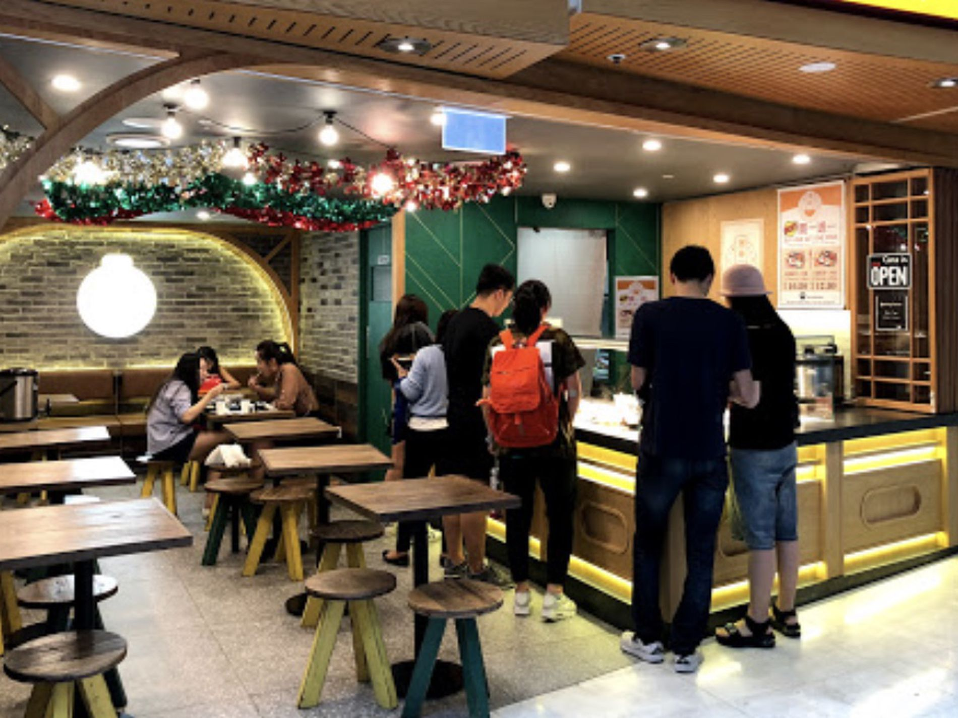 XKR2020015 Chinese cuisine - Take away shop in a busy Plaza near Town Hall