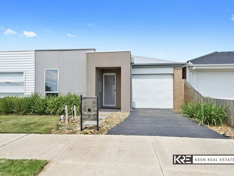 11 Freiberger Grove, Clyde North