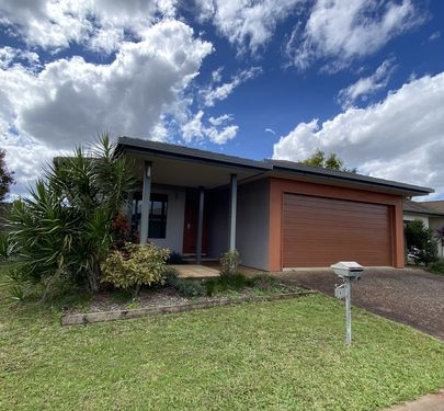 4 Sommerset Drive, Atherton