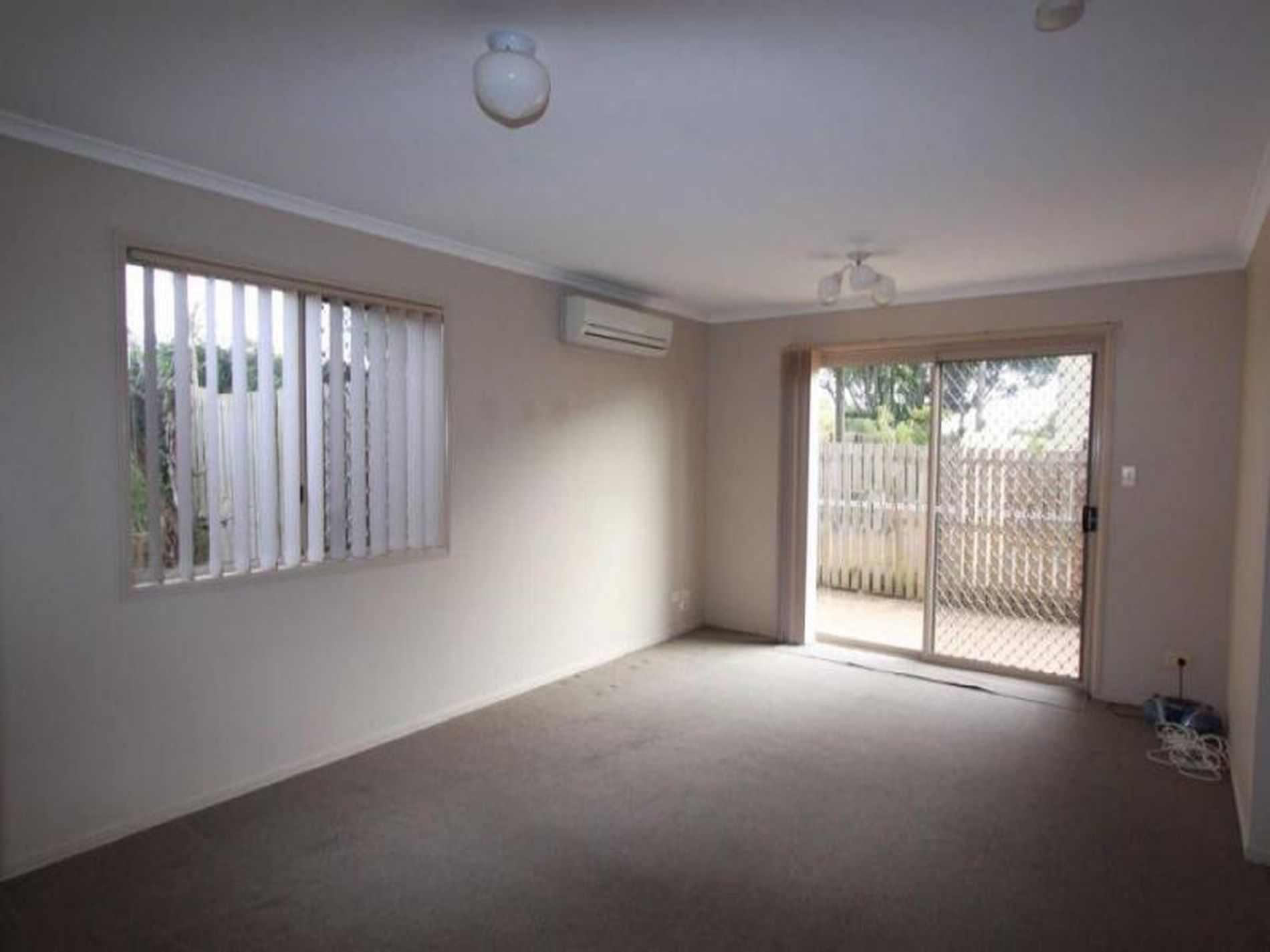 1 / 13 Booval Street, Booval
