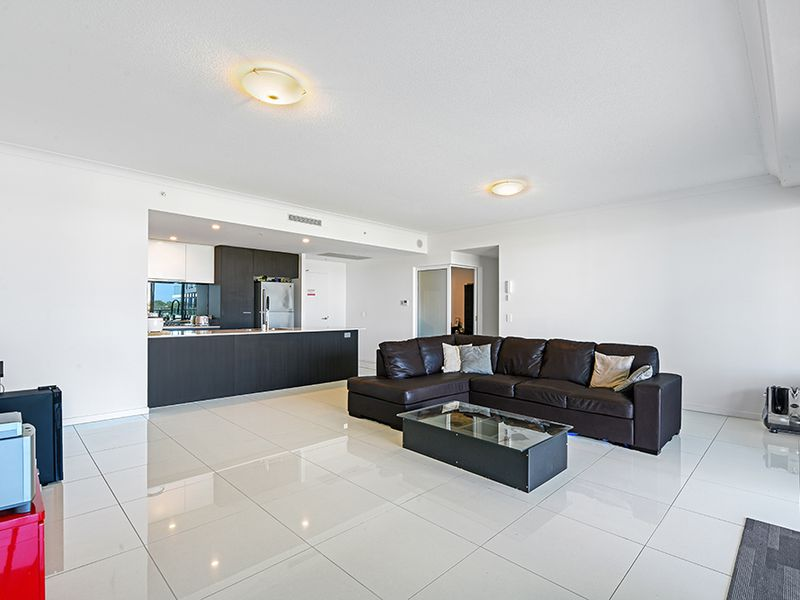 2208 / 25 East Quay Drive, Biggera Waters