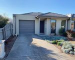 1 / 2 Lilly Pilly Close, Werribee