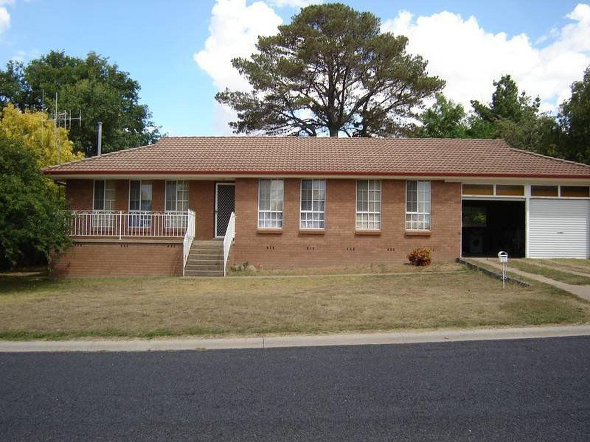 15 Amos Avenue, Blayney