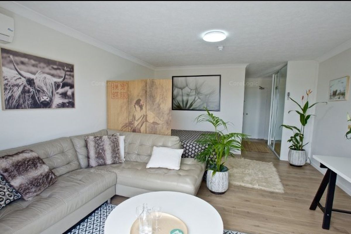 Stylish unit in an outstanding location !
