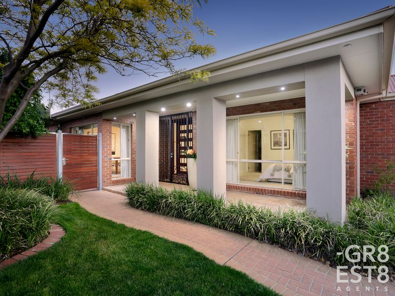 16 Lawless Drive, Cranbourne North