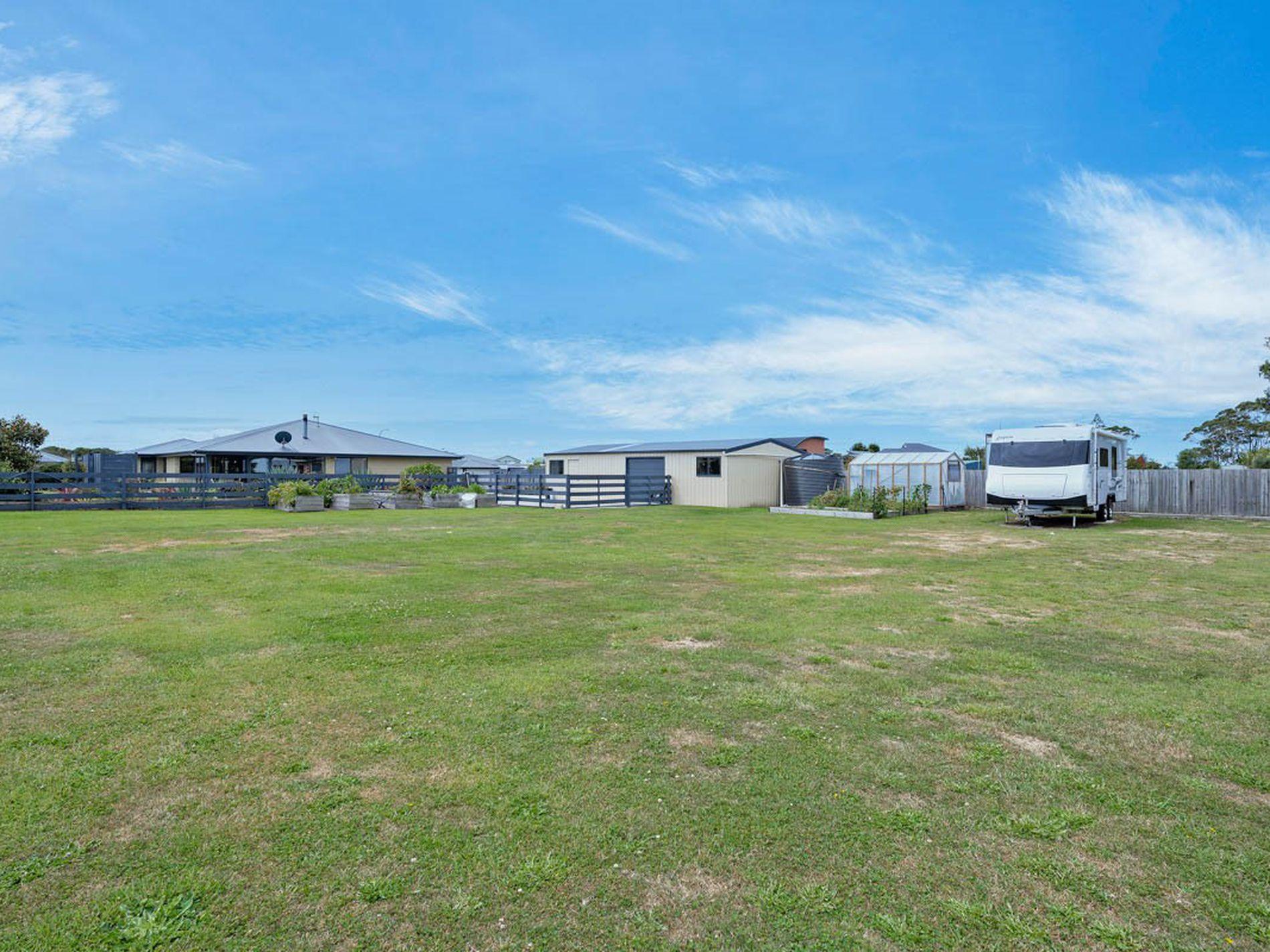 13 Sandy Crescent, Wynyard