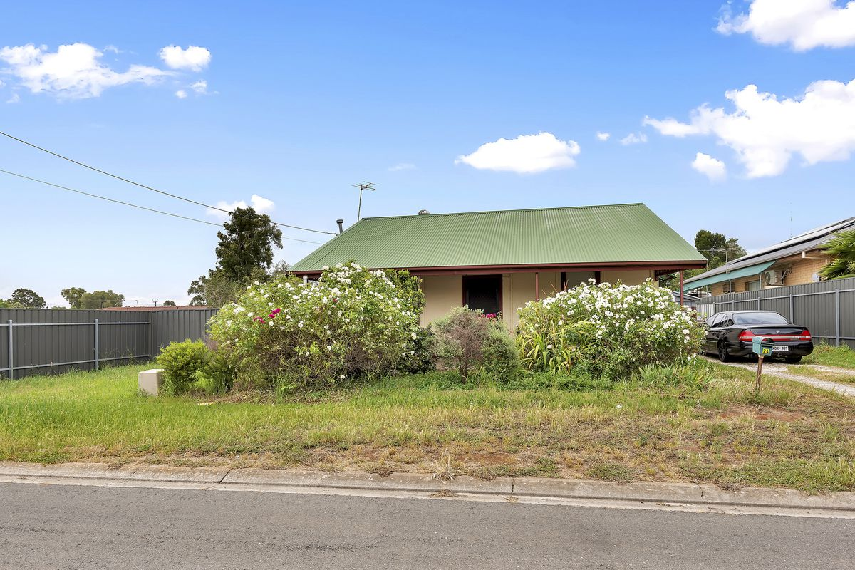 Huge 727m2 (approx) Block, Massive shed, already tenanted $240 PW