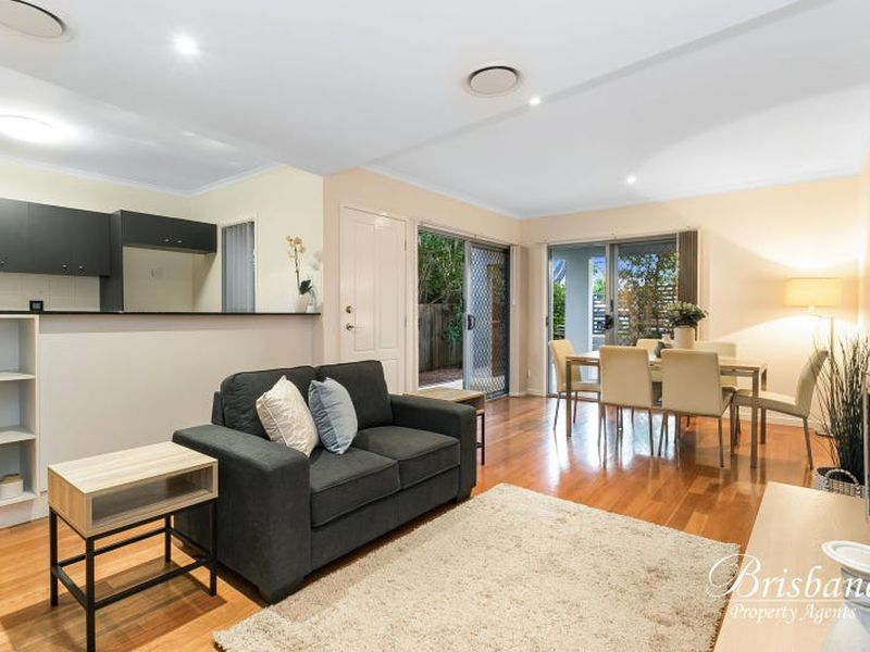 1 / 82 Clarence Road, Indooroopilly