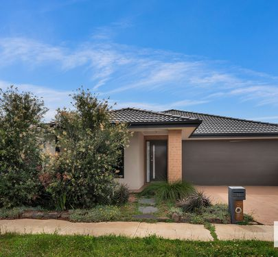 16 Trainers Way, Clyde North