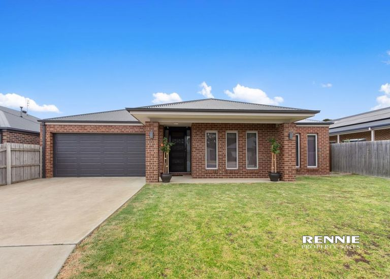 17 Wilkerson Way, Traralgon East