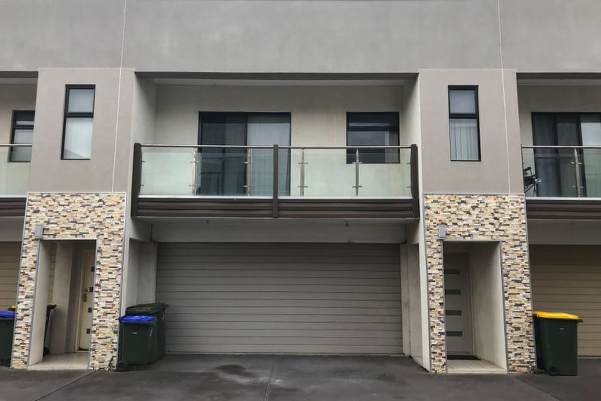 3 bedroom townhouse, with multiple split-systems, Main bedroom with balcony