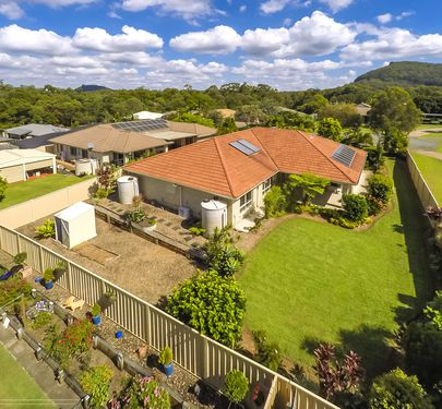 8 Rainbow Court, Glass House Mountains