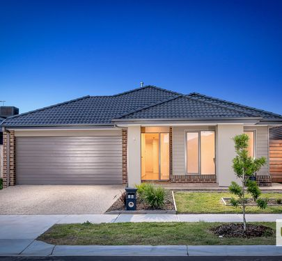 14 WALBROOK DRIVE, Clyde North