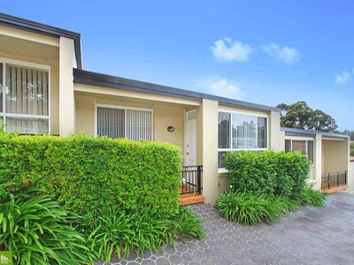 2 / 8 Buckle Crescent, West Wollongong