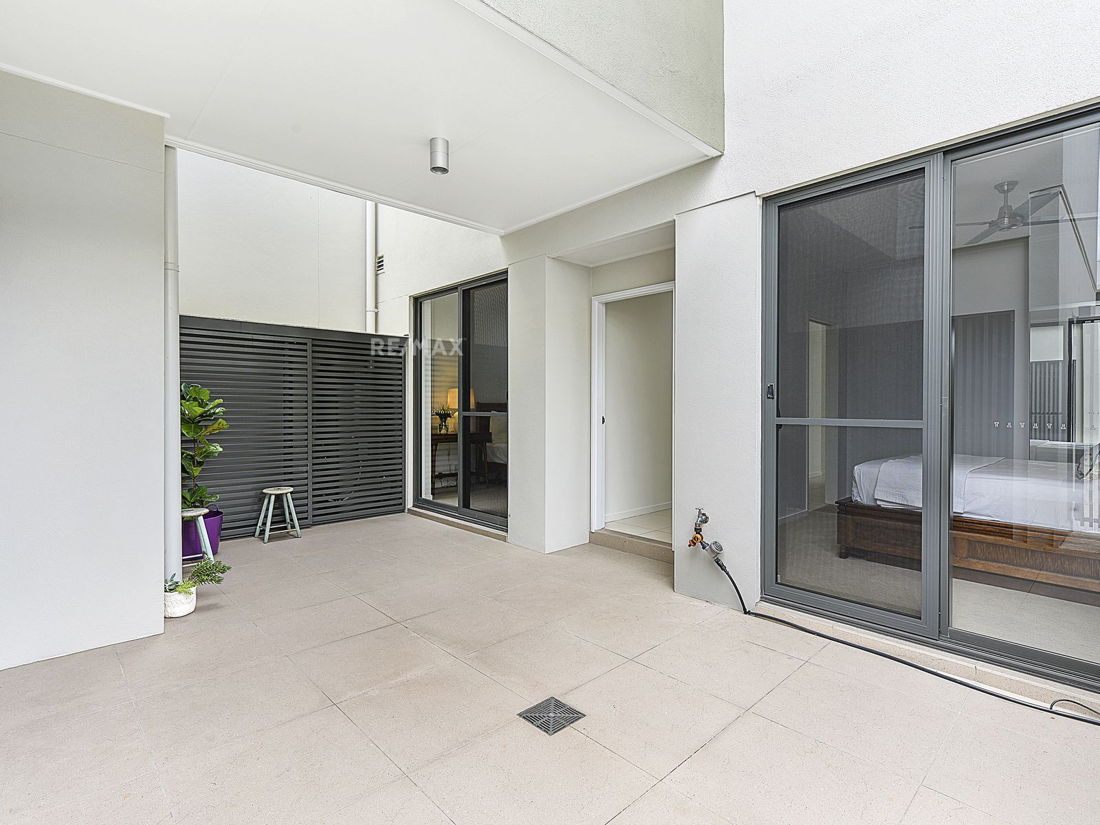 6 / 9 Moores Crescent, Varsity Lakes