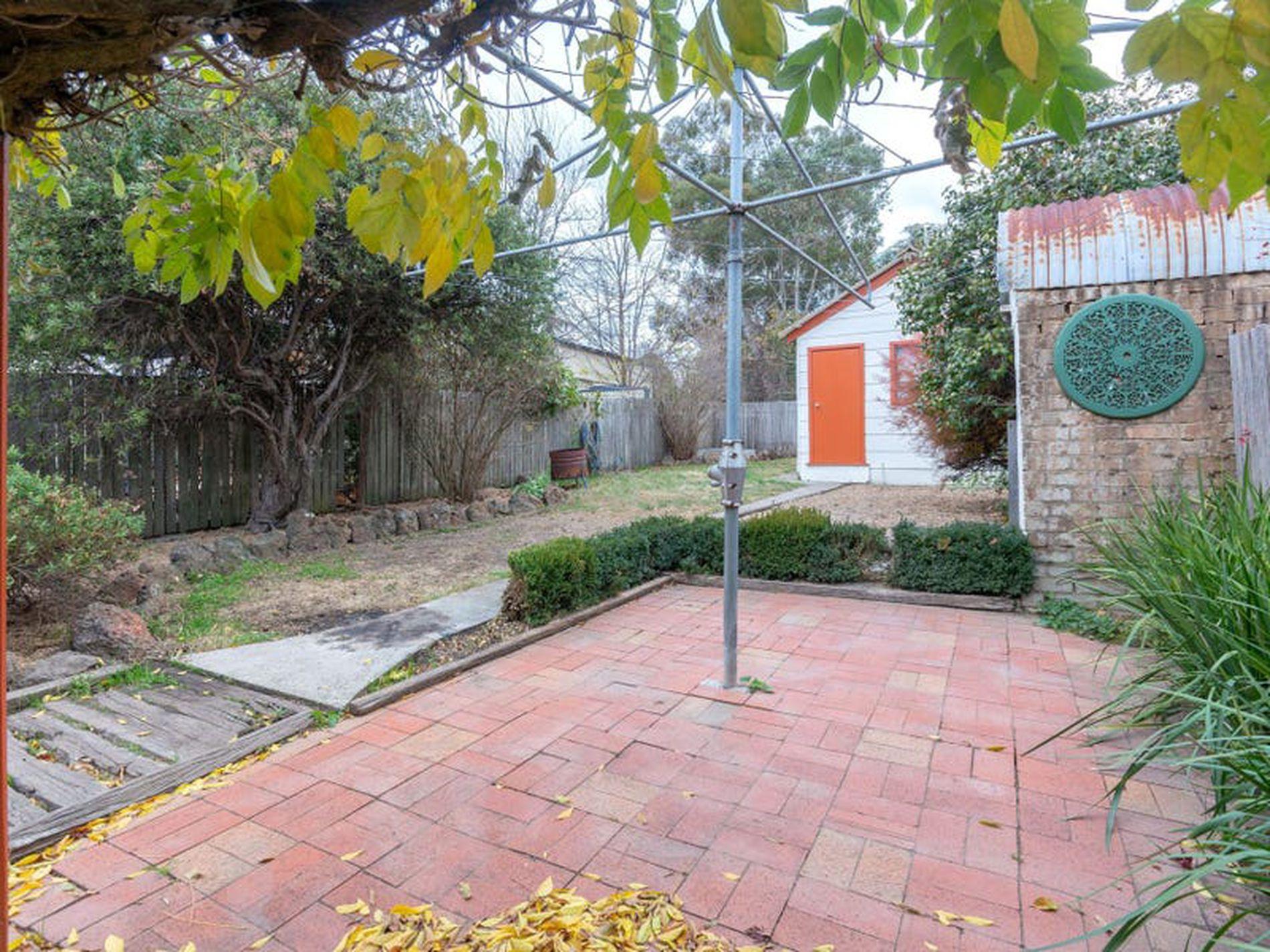 16 Autumn Street, Orange