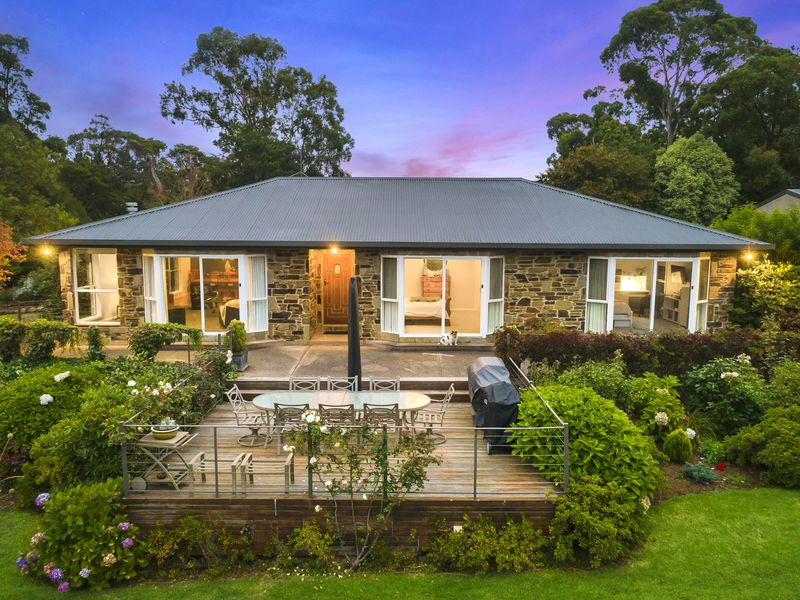 24 Ferrier Street, Mount Macedon