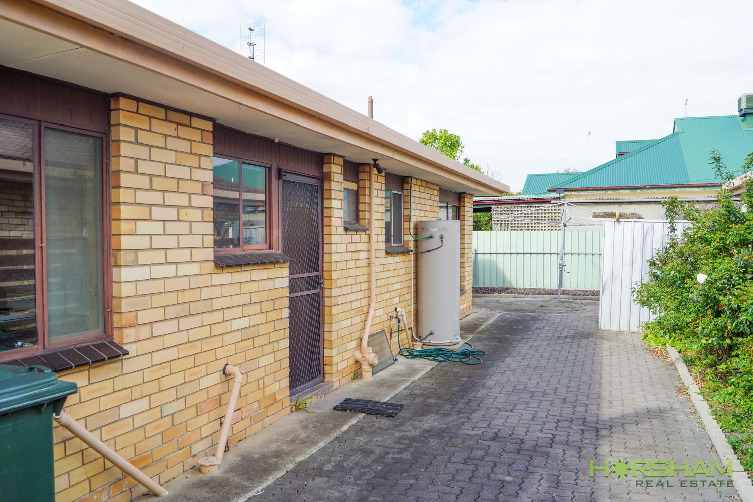 1 / 10 Williams Road, Horsham