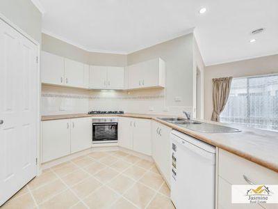 11 Cobbler Grange, Lynbrook