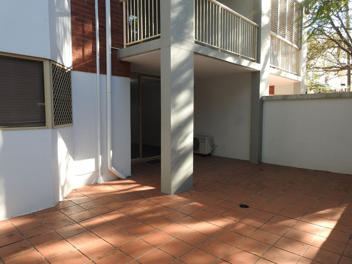 6 / 15 Clarence Road , Indooroopilly