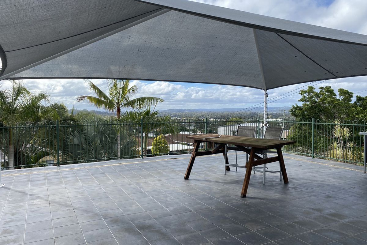 Amazing Panoramic Views! Private 4 bed, 2 bath home in Mount Warren Park