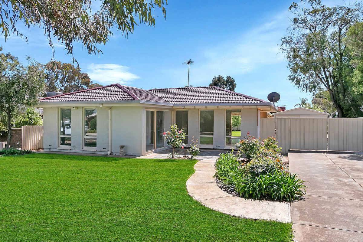 Conveniently located family home!